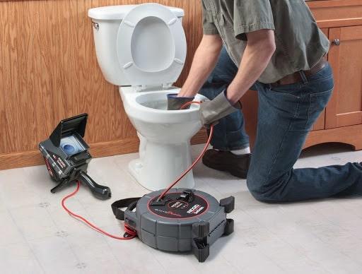 nhà vệ sinh bị tắc nghẹt
