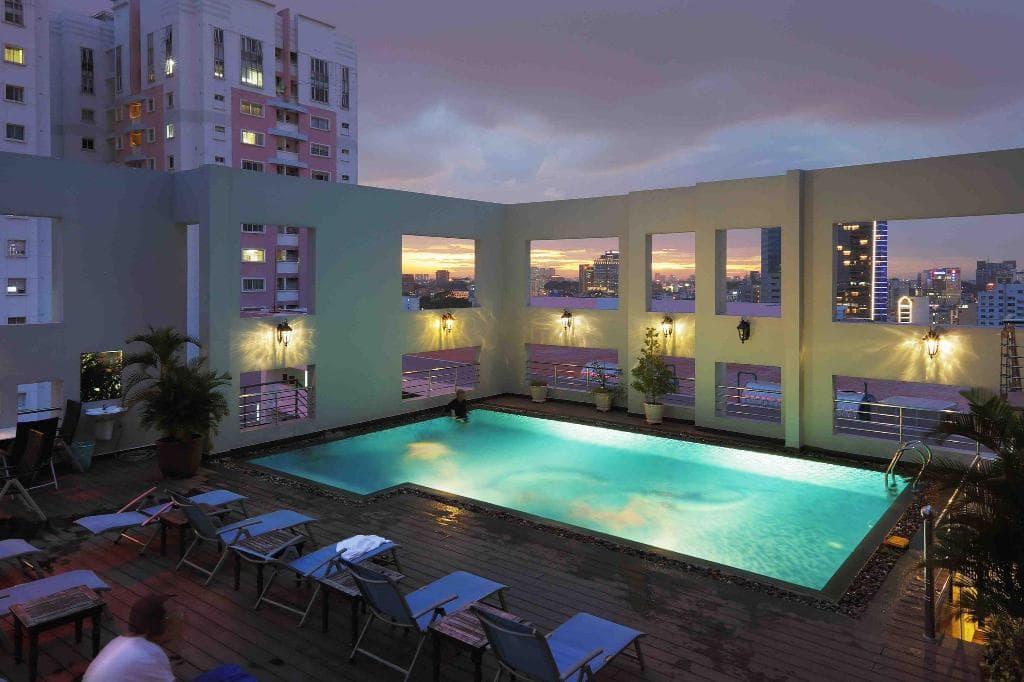 khách sạn ở sài gòn có hồ bơi
